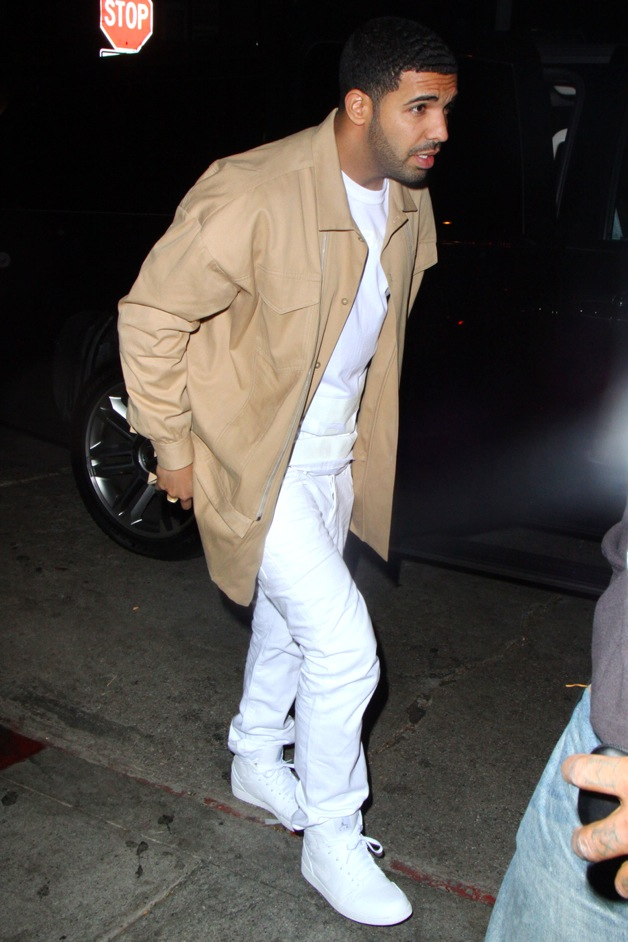 Drake arriving Chateau Marmont with his friends in West Hollywood