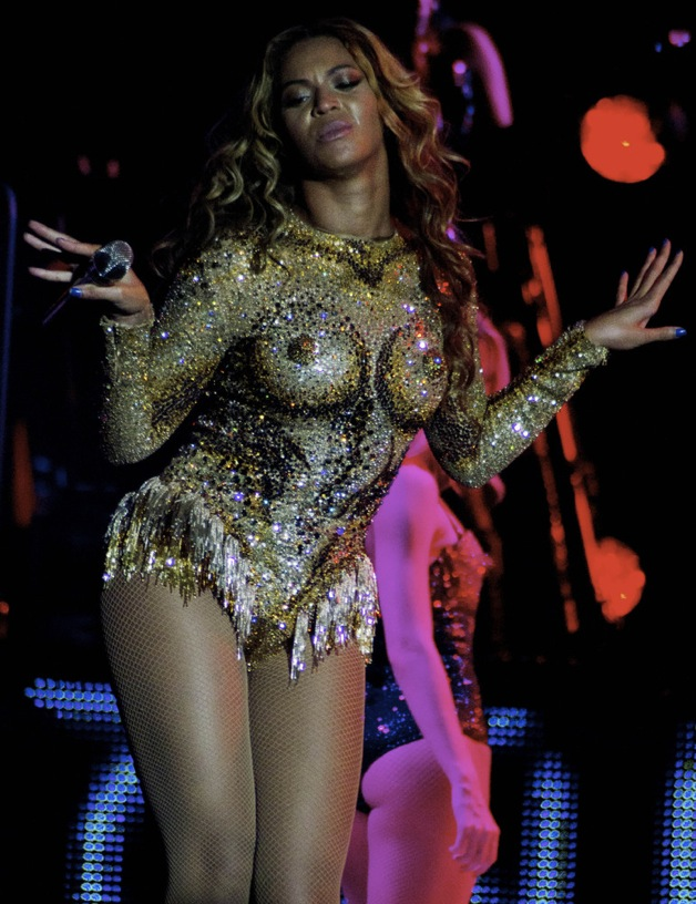 Beyonce's Nipple-icious Performance – HipHollywood