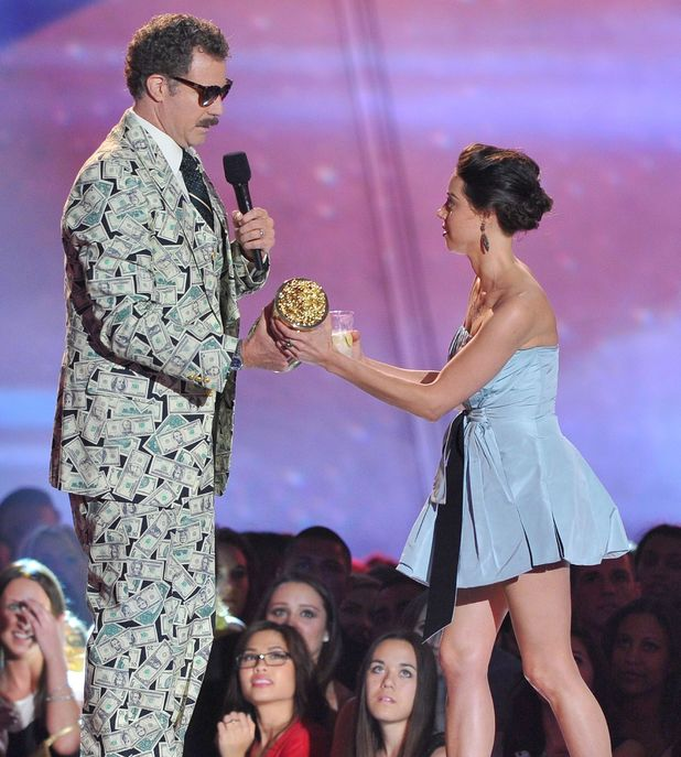 movies-mtv-movie-awards-will-ferrell-gets-kanyed-by-aubrey-plaza