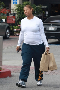 **EXCLUSIVE** MAKEUP FREE! Queen Latifah heads out dressed down in sweats and makeup free to grab some groceries in Los Angeles