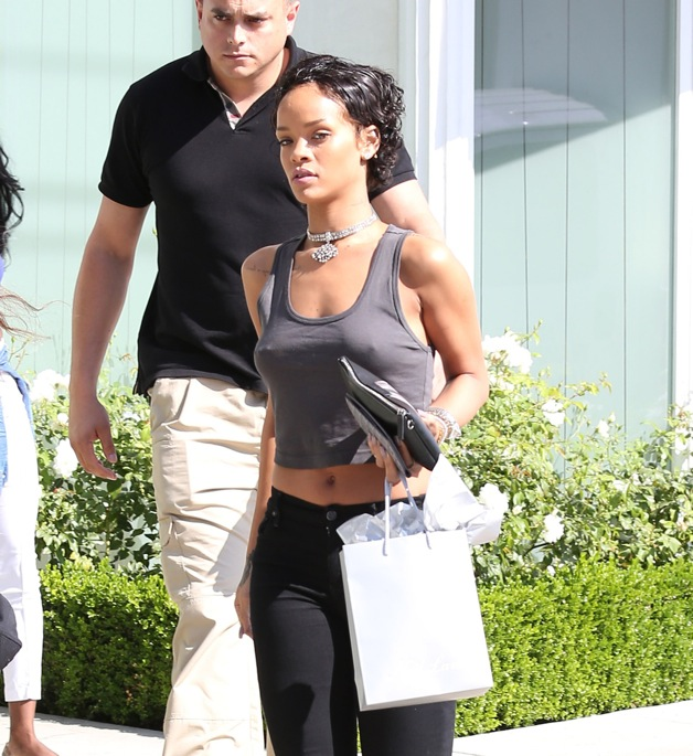 **EXCLUSIVE** Singer Rihanna rocks a new short hair cut as she and BFF Melissa Forde go to the Neil Lane Jewelry store in West Hollywood