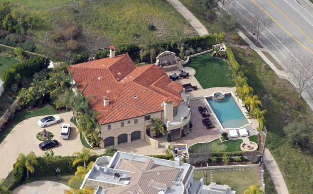 **FILE PHOTO** Khloe Kardashian and Lamar Odom have quietly listed their marital home for sale with an asking price of $4 million.