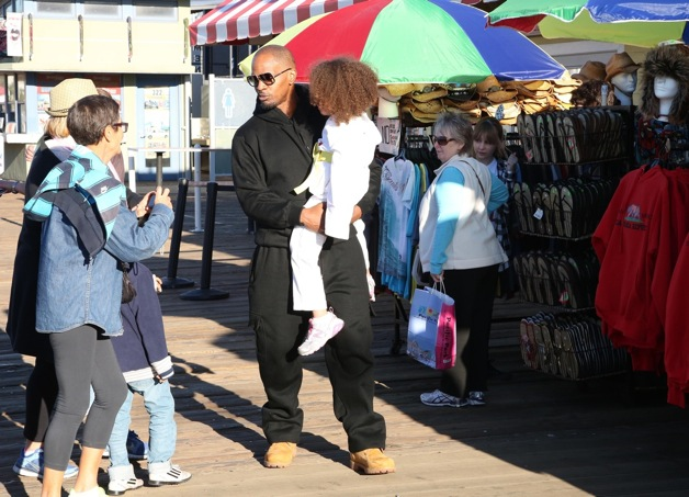 **EXCLUSIVE** Actor Jamie Foxx spotted with his daughter Annalise on the Santa Monica Pier in Santa Monica