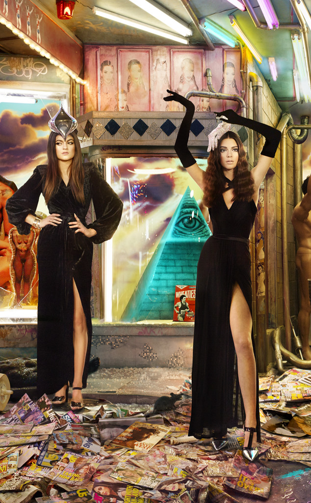 rs_634x1024-131201150405-634.Kendall-Kylie-Jenner-Kardashian-Family-Christmas-Card.jl.120113_copy