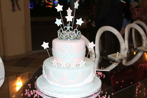 Blue-Ivys-Birthday-Party-with-her-Princess-Cake