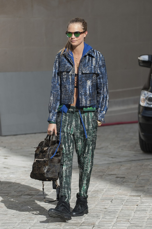 Cara Delevingne arrives to the Stella Mc Cartney fashion show during the Paris Fashion Week