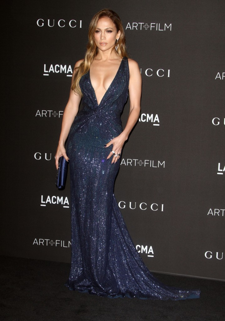 Yesssss! Round of applause of Jennifer Lopez and her cleavage.