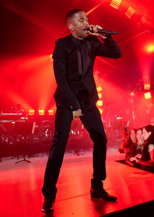 "Big Sean Performs ""IDFWU"""