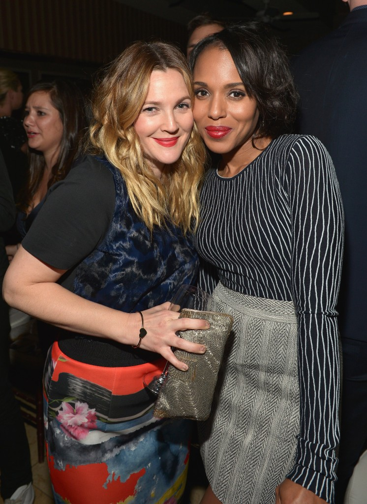 """WEST HOLLYWOOD, CA - JANUARY 22:  Actresses Drew Barrymore (L) and Kerry Washington attend The DAILY FRONT ROW """"Fashion Los Angeles Awards"""" Show at Sunset Tower on January 22, 2015 in West Hollywood, California.  (Photo by Charley Gallay/Getty Images for the DAILY FRONT ROW)"""
