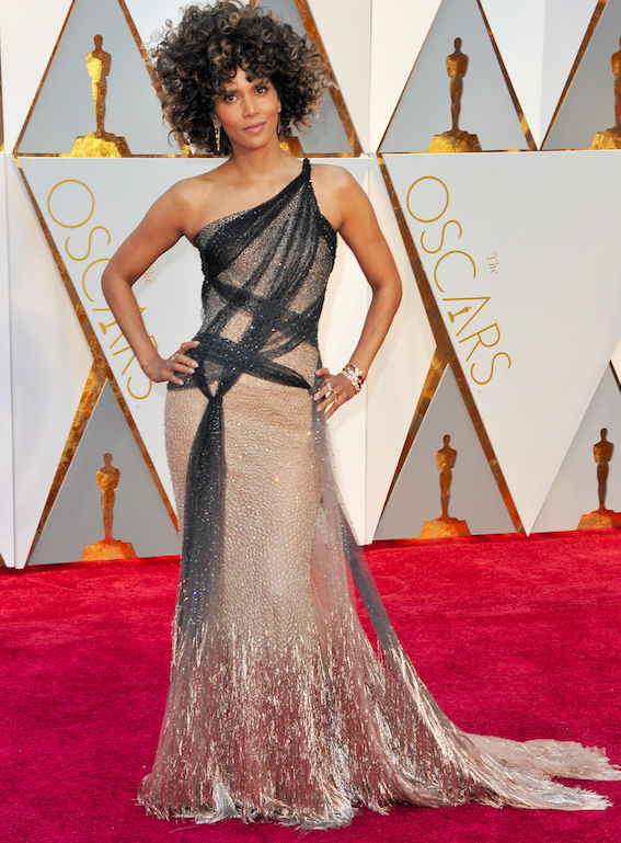 No Chill! 13 Hilarious Halle Berry Oscar Wig Memes - HipHollywood