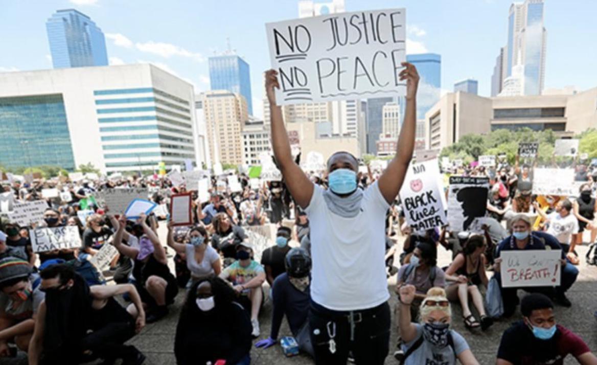 Minneapolis-protestors-looters